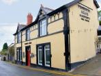 RUBY'S PLACE, above owners' pub, shared use of beer garden, dog-friendly, close Llandudno in Penrhynside, Ref 12247