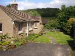 PIPPIN COTTAGE, family friendly, country holiday cottage, with a garden in Eyam, Ref 12546