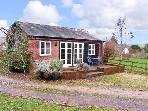 ORCHARD HOUSE COTTAGE, pet friendly, character holiday cottage, with open fire in Shillingstone, Ref 12593