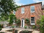 HILL HOUSE, cottage in Eynsham, close to Oxford, with a walled garden, 2 mins to shop and pub, Ref 13240