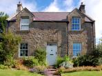 SUNFLOWER COTTAGE, family friendly, character holiday cottage, with a garden in Eglingham, Ref 1326
