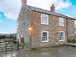 CLOSE HOUSE COTTAGE, pet-friendly, country views, walks from door, Oulston, Easingwold Ref 13784
