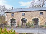 NO 1 COACH HOUSE, pet-friendly cottage with a shared garden and lovely garden views, near Middleton-in-Teesdale, Ref 14154