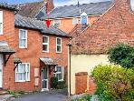 LAVENDER COTTAGE, mews cottage with parking, close to shops, restaurants and castle in Ludlow, Ref 15091