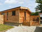 WOODSMAN LODGE 1, single storey, decked patio, shared grounds inc. games room, in Pickering, Ref 15853