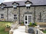 TY NANSI RHIANNON, pet friendly, character holiday cottage, with a garden in Rowen, Ref 1638
