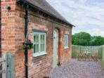 GARDEN VIEW BARN, romantic retreat, country location in Lea Cross near Shrewsbury Ref 16457