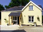 PHEASANT&#39;S ROOST, pet friendly, character holiday cottage, with a garden in Broadwoodkelly, Ref 1682