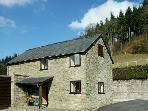 BORDER VIEW, family friendly, character holiday cottage, with a garden in Kington, Ref 1727