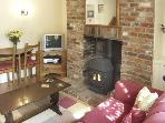 2 VICTORIA COTTAGES, pet friendly, character holiday cottage, with a garden in Hindon, Ref 1915