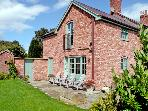 CAE CALED COTTAGE, pet friendly, luxury holiday cottage, with pool in Bodfari Near Denbigh, Ref 2034