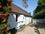GREAT OAKS HOUSE, converted stables, off road parking, garden, in Tonbridge, Ref 22331