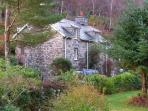 PANDY UCHAF, family friendly, character holiday cottage, with a garden in Dolserau, Ref 2344