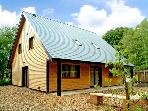 NORBURY, pet friendly, luxury holiday cottage, with hot tub in Ramshorn Wood Near Alton Towers, Ref 2432