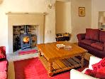 STONEHEATH COTTAGE, pet friendly, character holiday cottage, with a garden in Winster, Ref 2558