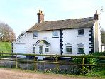 BRIDGE FARMHOUSE, family friendly, country holiday cottage, with a garden in Verwood, Ref 2897