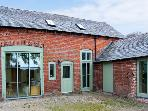 OLD COACH HOUSE, pet friendly, character holiday cottage, with a garden in Shrawardine, Ref 2984