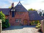 DOVECOTE, romantic, character holiday cottage, with hot tub in Rossett, Ref 3681