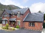 1 THE BEECHES, pet friendly, luxury holiday cottage, with a garden in Llangollen, Ref 3776