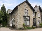 THE PARSONAGE, romantic, luxury holiday cottage, with a garden in Kendal, Ref 4111