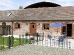 THE COW HOUSE, pet friendly, character holiday cottage, with pool in Weston, Ref 4116