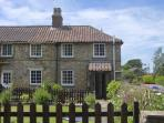 RAMBLER&#39;S COTTAGE, pet friendly, country holiday cottage, with a garden in Walesby, Ref 4165