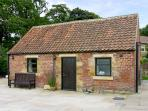 SOMERSET COTTAGE, pet friendly, character holiday cottage, with a garden in Great Ayton, Ref 4250
