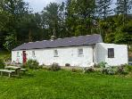GLENWOOD COTTAGE, family friendly, character holiday cottage, with a garden in Laragh, County Wicklow, Ref 4420