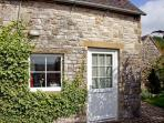RAMBLERS&#39; REST, romantic, country holiday cottage, with a garden in Brassington, Ref 4427