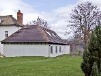 BROADRIDGE MEWS, pet friendly, country holiday cottage, with a garden in Cranham, Ref 4483