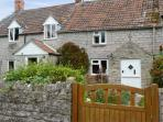 WOODFORDE COTTAGE, pet friendly, character holiday cottage, with open fire in Babcary, Ref 4513
