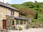 BURRS COTTAGE, pet friendly, character holiday cottage, with a garden in Great Hucklow, Ref 509