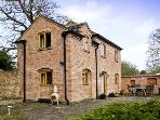 GLEBE COTTAGE, family friendly, country holiday cottage, with a garden in Radbourne, Ref 5144