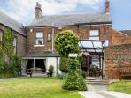 EBOR HOUSE, family friendly, luxury holiday cottage, with a garden in Brompton, Ref 6195