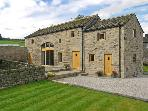 STONEYCROFT BARN, luxury holiday cottage, with a garden in Midhopestones, Ref 6188