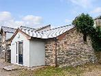 HENDRE ALED COTTAGE 1, delightful single-storey cottage, with two bedrooms and open plan living area, in Llansannan, Ref 6481