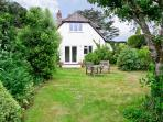 BROCK COTTAGE, romantic, country holiday cottage, with a garden in Beaulieu, Ref 6495
