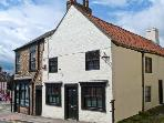 CATHEDRAL MEWS, pet friendly, character holiday cottage, with a garden in Ripon, Ref 13899