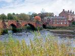 BRIDGE COTTAGE, family friendly, country holiday cottage, with a garden in Chester, Ref 6916