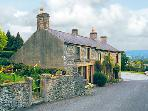 SMALLDALE, family friendly, character holiday cottage, with open fire in Bradwell, Ref 765