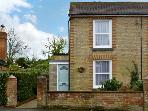 BAY COTTAGE, family friendly, character holiday cottage, with a garden in Gurnard, Isle Of Wight, Ref 7782