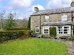 LOCKS COTTAGE, family friendly, character holiday cottage, with a garden in Langcliffe, Ref 816