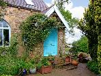 THE OLD SUNDAY SCHOOL, pet friendly, character holiday cottage, with a garden in Alston, Ref 8507