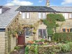 HEATHERWAYS, open fire, en-suite, exposed beams, in Mellor, Ref 8683