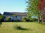 BWTHYN BRYN LLWYN, romantic, country holiday cottage, with a garden in Denbigh, Ref 8662