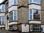 APARTMENT 6, pet friendly, country holiday cottage in Whitby, Ref 9865