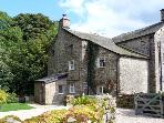 BECKSIDE COTTAGE, pet friendly, character holiday cottage, with a garden in Kirkby Lonsdale, Ref 9985