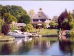 Thatched cottage on River Thames w/ pool, gardens