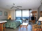 Beachfront Condo  with stuning views