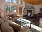 Belposto **Upscale Tahoe Donner home- walk to Rec center!**